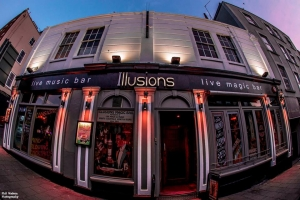 First Dates and Live Magicians at Illusions - 9 August 2017