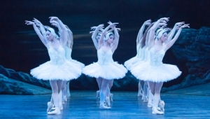 English National Ballet - Derek Deane's Swan Lake at Hippodrome in Bristol from Tuesday 27th November to Saturday 1st December 2018